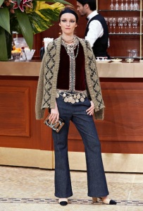 21_Fall-Winter-2015-16-Ready-to-Wear-collection-�CHANEL_HD